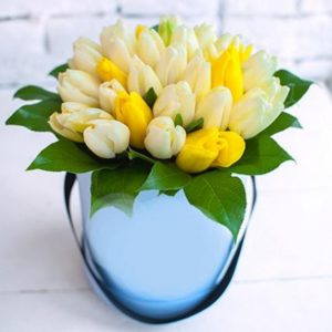 Lovely 29 Tulips Hat Box