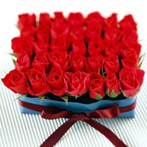 35 Red Roses Box